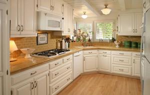 二居室欧式厨房整体橱柜装修效果图