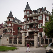 美式尖顶洋房别墅外观图装饰