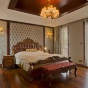 欧式经典风格卧室软包背景墙装饰