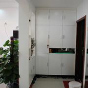 后现代风格白色系玄关隔断装饰