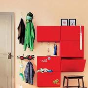 北欧风格红色系玄关置物柜装饰