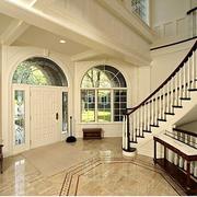 欧式白色系客厅楼梯装饰