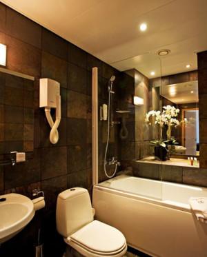 简欧风格卫生间浴缸装饰