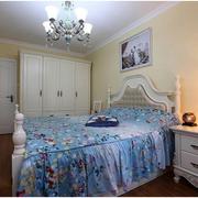 地中海风格卧室床头柜装饰