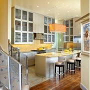大型开放式厨房吊顶装饰
