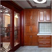 东南亚原木深色厨房隔断装饰