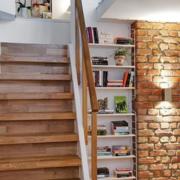 复式楼简约原木楼梯装饰