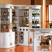 线条优美的法式酒柜