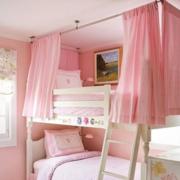 粉色系儿童房双人床装饰