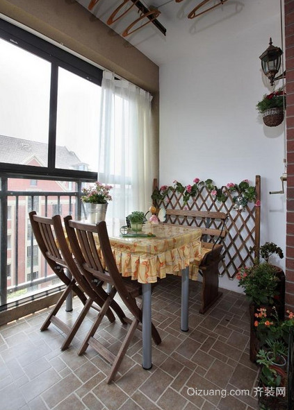 2015全新阳台折叠式餐桌装修效果图