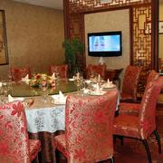 中西结合的饭店桌椅