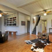 美式简约风格深色楼梯装饰