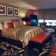 深色系的卧室装潢