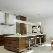 美式原木浅色厨房效果图