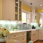 欧式简约风格厨房橱柜装饰