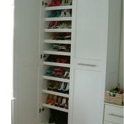 收纳空间充足的鞋柜