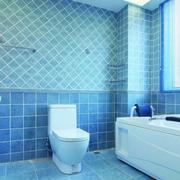 浅蓝色卫生间浴缸装饰