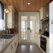 厨房简约风格原木吊顶装饰