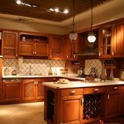 美式深色系原木厨房装饰