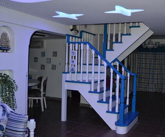 现代 地中海风格阁楼楼梯装修效果图 装修效果图
