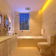 暖色调的洗手间