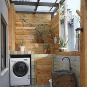 日式风格农村房屋原木阳台效果图