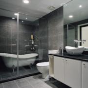 卫生间白色浴室柜