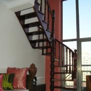 中式深色系原木楼梯设计