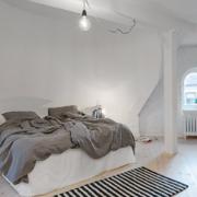 年轻化的公寓卧室
