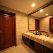 东南亚风格深色系卫生间瓷砖装饰