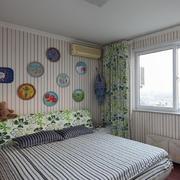 卧室条纹壁纸展示