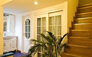 暖色调楼梯装修设计