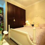 自然风格卧室衣柜设计