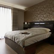 单身公寓卧室飘窗图片