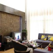 客厅空间深色系电视背景墙