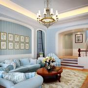 客厅蓝色墙面装饰