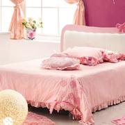 颜色鲜艳的粉色儿童房