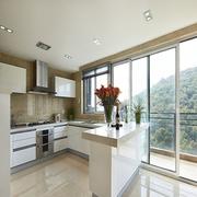 简约白色厨房吧台设计