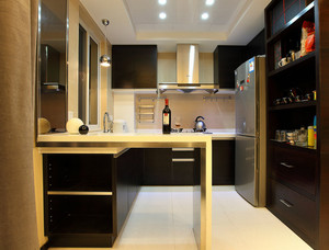 暖色调厨房吧台设计
