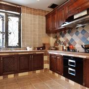 深色系的厨房图片