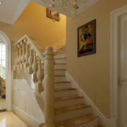 暖色调别墅楼梯装修