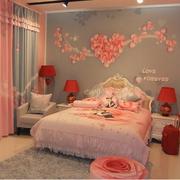 粉色浪漫的婚房
