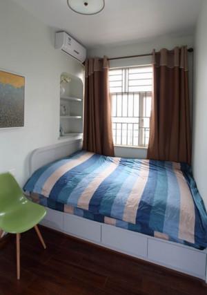 现代小家庭卧室