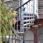 阁楼户外铁艺楼梯