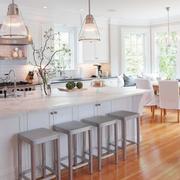 家庭开放式厨房吧台