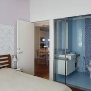 主卧室卫生间玻璃隔断
