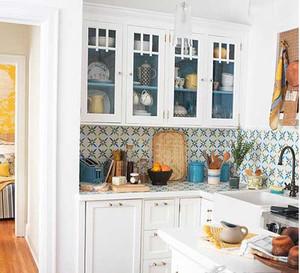 简约小厨房白色吊顶