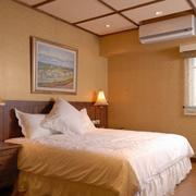 别墅卧室暖色调装潢
