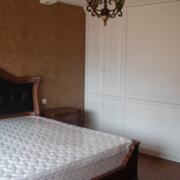 白色调卧室衣柜设计