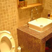 卫生间密集式瓷砖装饰
